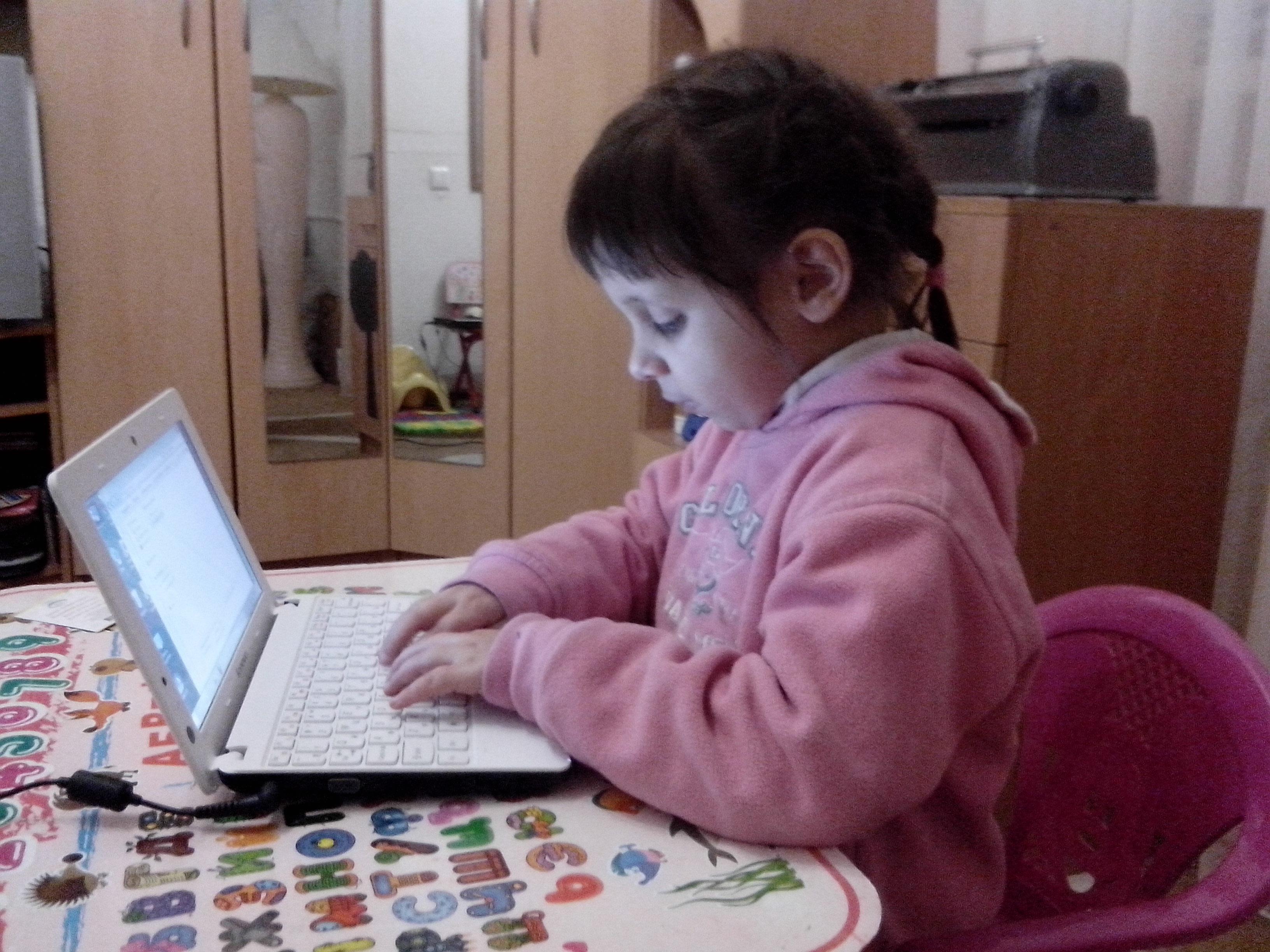 Марія Токар за комп'ютером, Дніпро