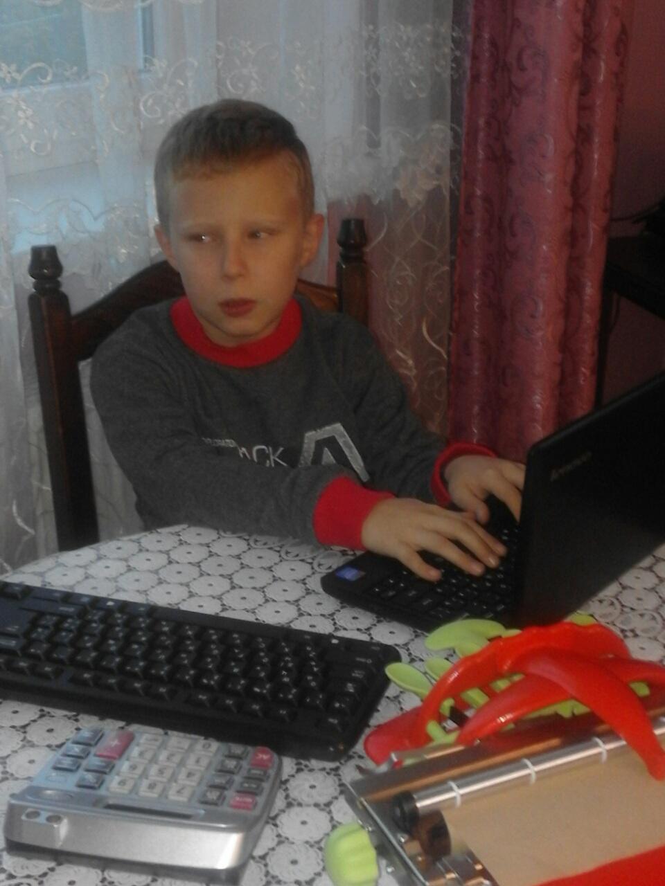 Кучеркевич Іван, 5 клас (за комп'ютером 2)