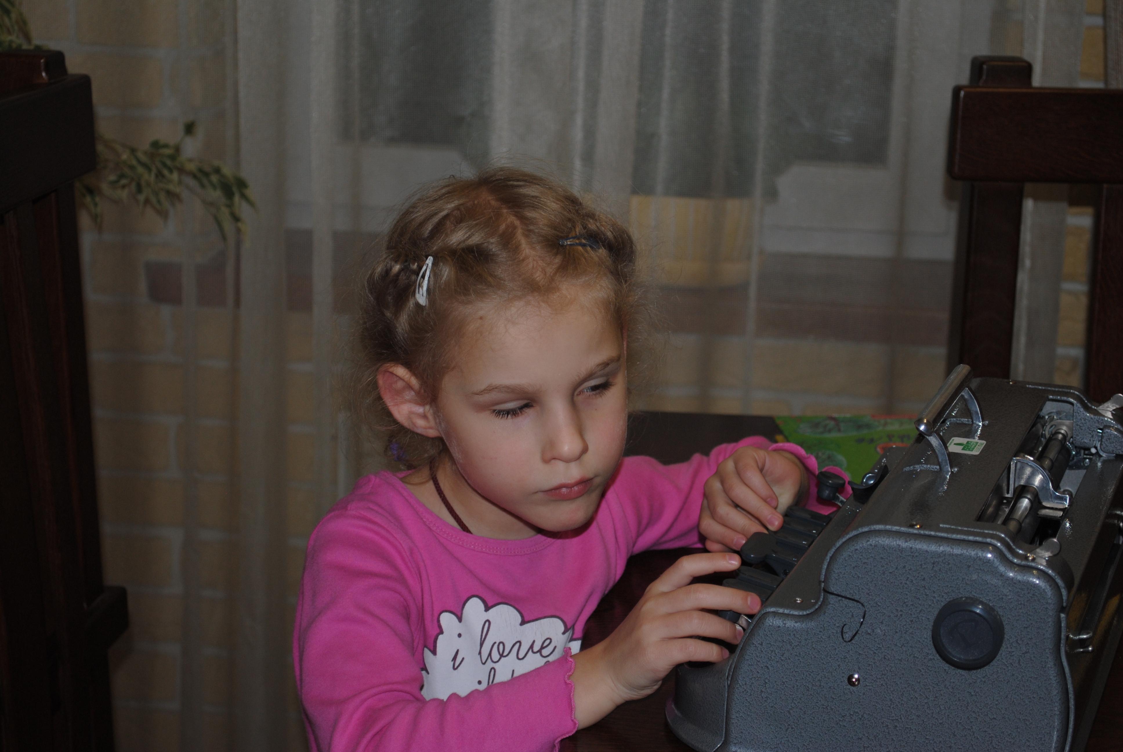 Мельник Соломійка з машинкою