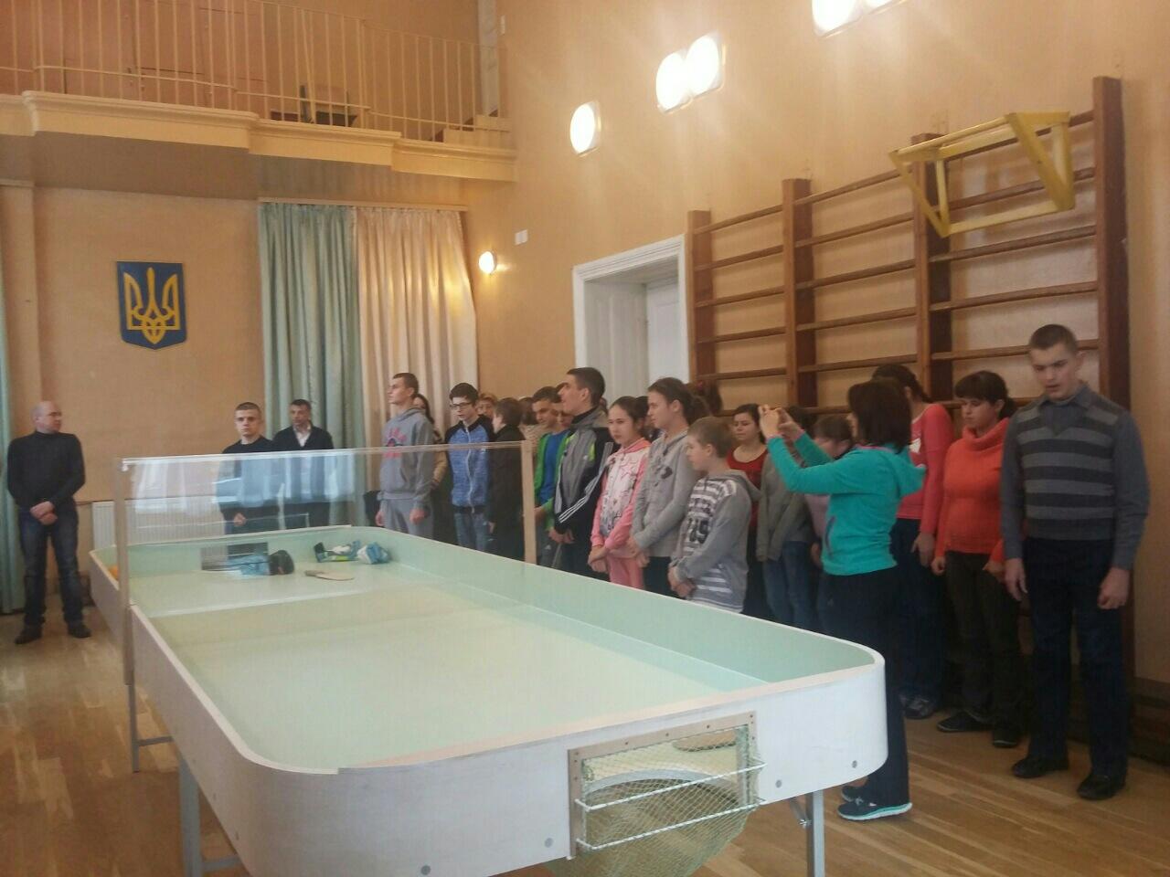 Передача столу для шоу-дауна школі-інтернату №100